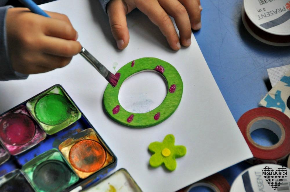 Kindernamen aus Holzbuchstaben anmalen