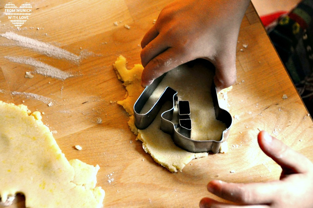 backen mit kindern das butterpl tzchenrezept von oma. Black Bedroom Furniture Sets. Home Design Ideas