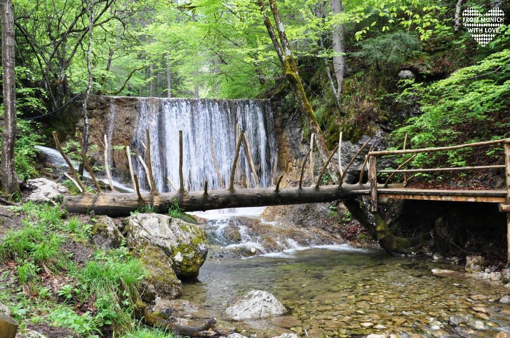 Maennlein-Weg_Abenteuerspielplatz_Wasserfall