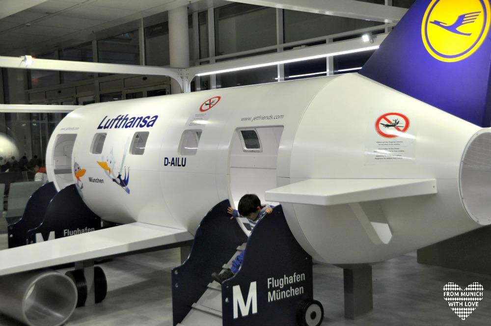 Lufthansa Flugzeug Spielecke Terminal 2 Flughafen München