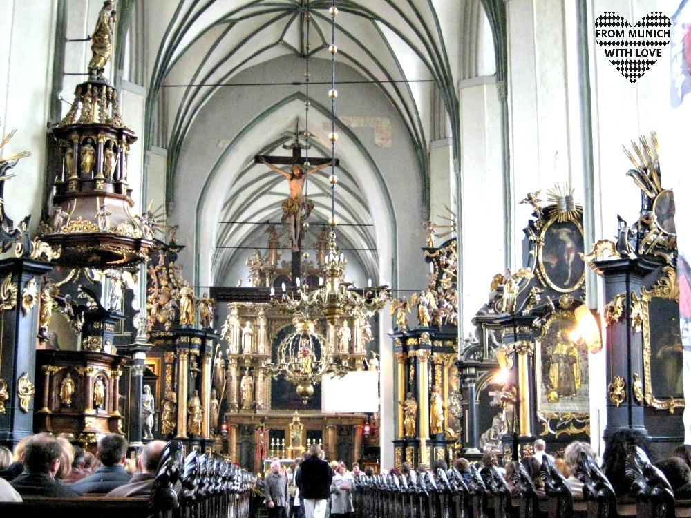 Sonntag in der Kirche - Fakten über Polen