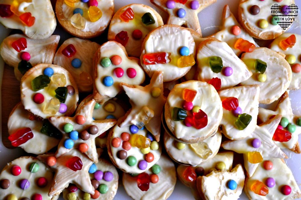 Bunte Kekse Smarties Gummibärchen