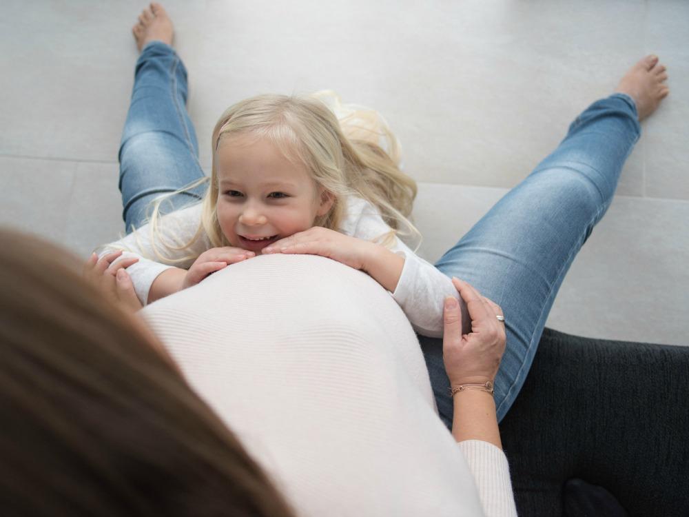 Babybauch_Frau Winkelmann_Familienfotografin-in-Frankfurt-und-Umgebung