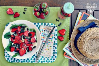 Sommersalat-mit-Erdbeeren-Mozzarella-Rucola